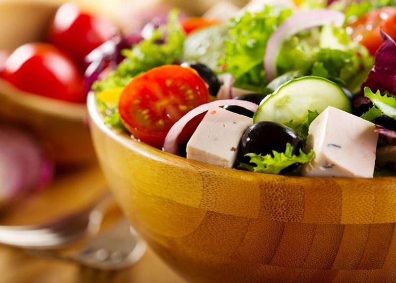סלט ירקות ישראלי עם שמן זית כתית מעולה