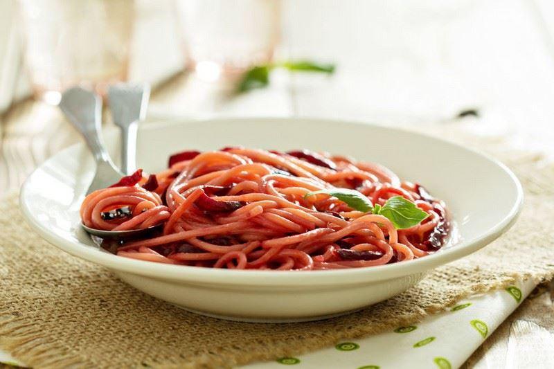 מתכון ספגטי ברוטב סלק ואגוזים